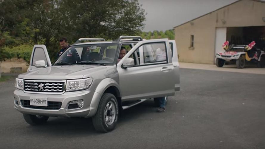 VIDÉO - Peugeot met ses stars du Dakar au volant du Pick Up