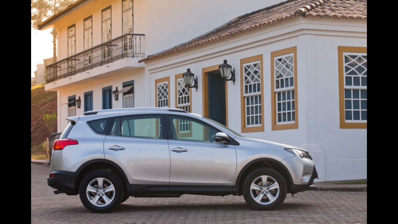"Volta Rápida: novo RAV4 inaugura era ""arrojada"" da Toyota no Brasil"