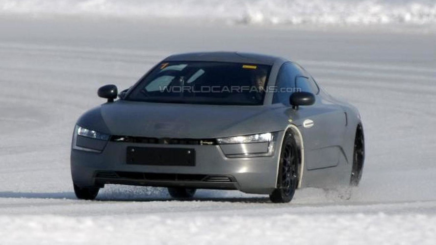 Volkswagen XL1 prototype spied in action [video]