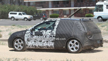 2012 VW Golf VII first full-body prototype spy photos 20.08.2011