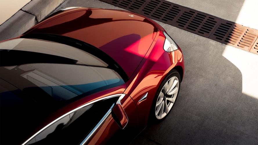 Yeni Tesla Model 3, Stuttgart'ta görüldü