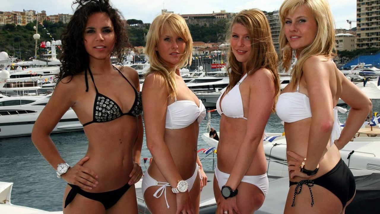 girls in Monaco in the harbour - Formula 1 World Championship, Rd 6, Monaco Grand Prix