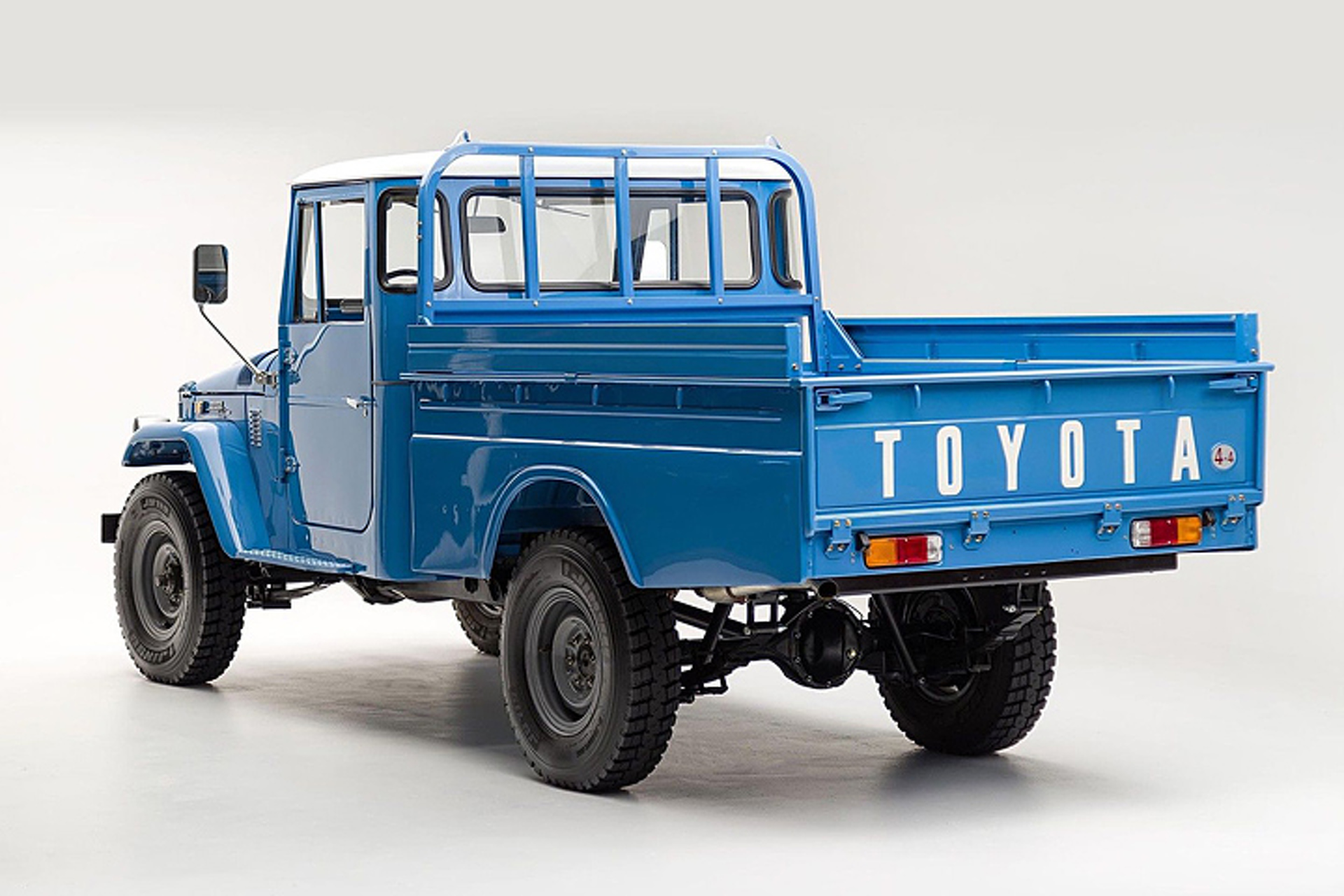 beautifully restored toyota land cruiser pickup in need of. Black Bedroom Furniture Sets. Home Design Ideas
