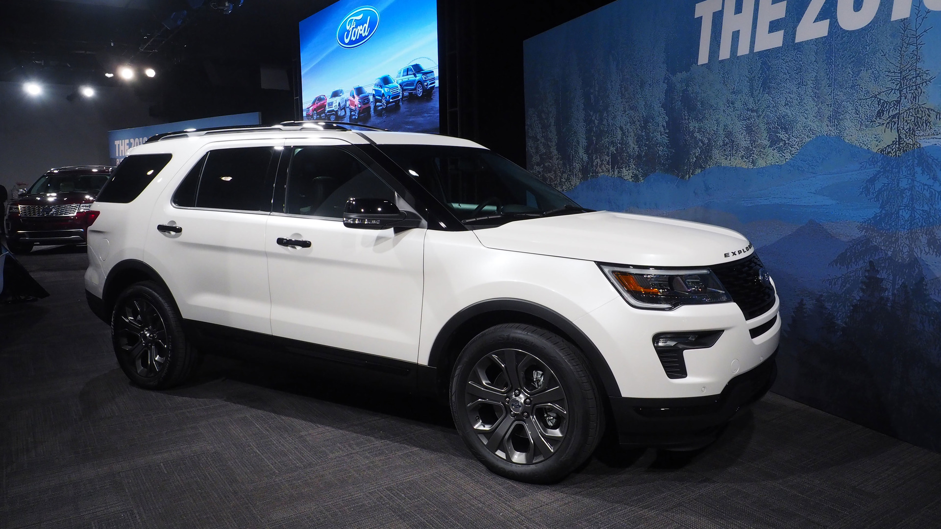 2018 ford explorer updates include more tech safety options. Black Bedroom Furniture Sets. Home Design Ideas