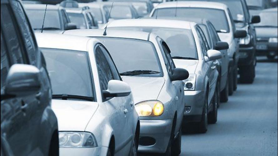 Mobilità sostenibile, l'auto resta la preferita dagli italiani