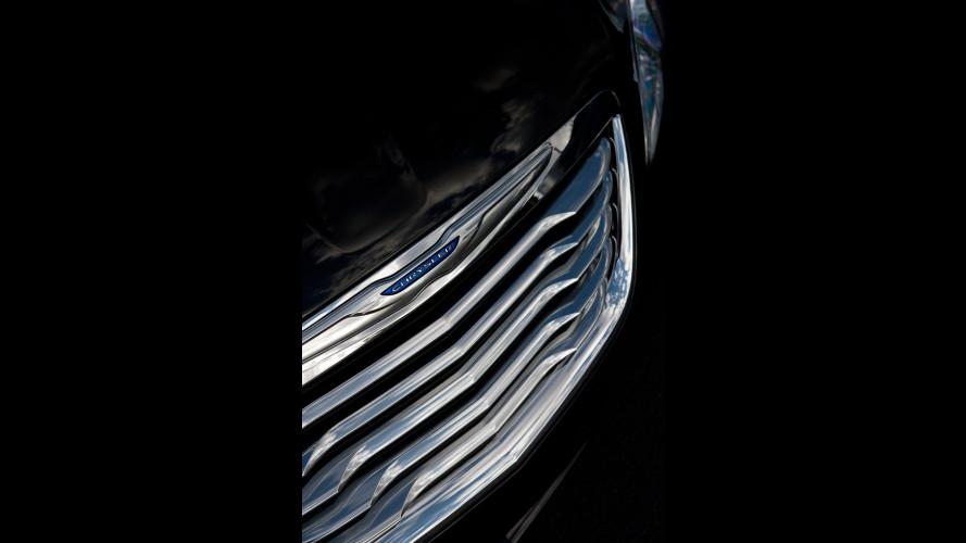 Chrysler 200, fari e calandra...