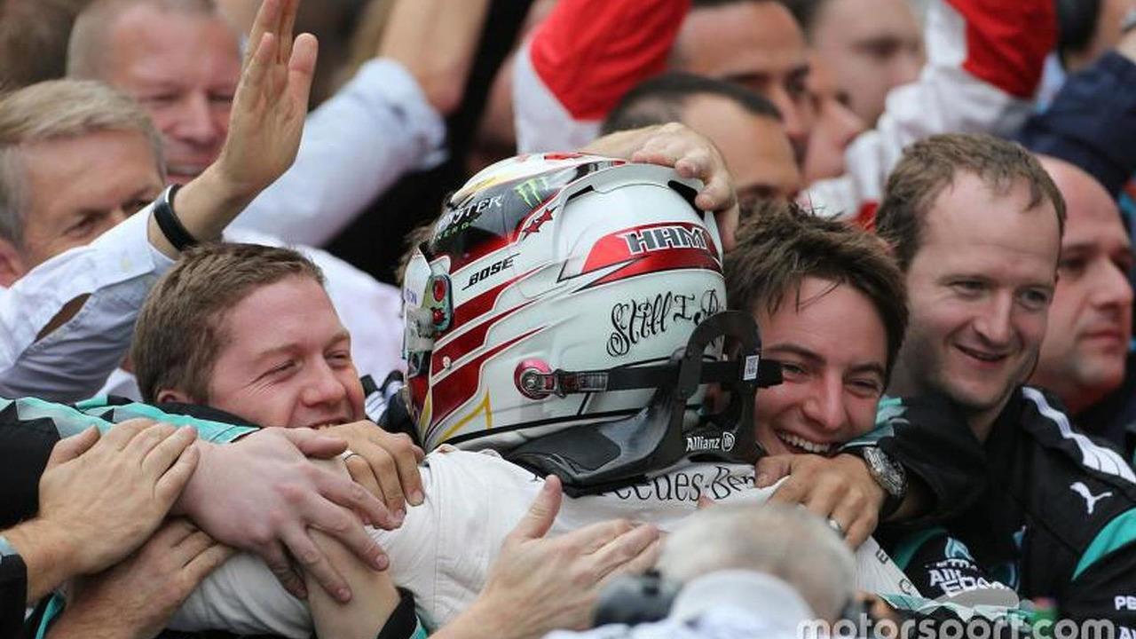 Mercedes AMG F1 celebrates on the podium, 2015 Russian gp