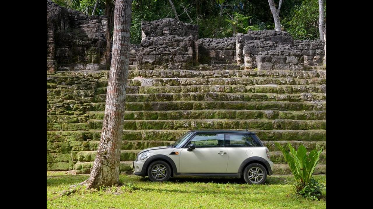 MINI Cooper vai à América Central para celebrar o fim do mundo que não aconteceu