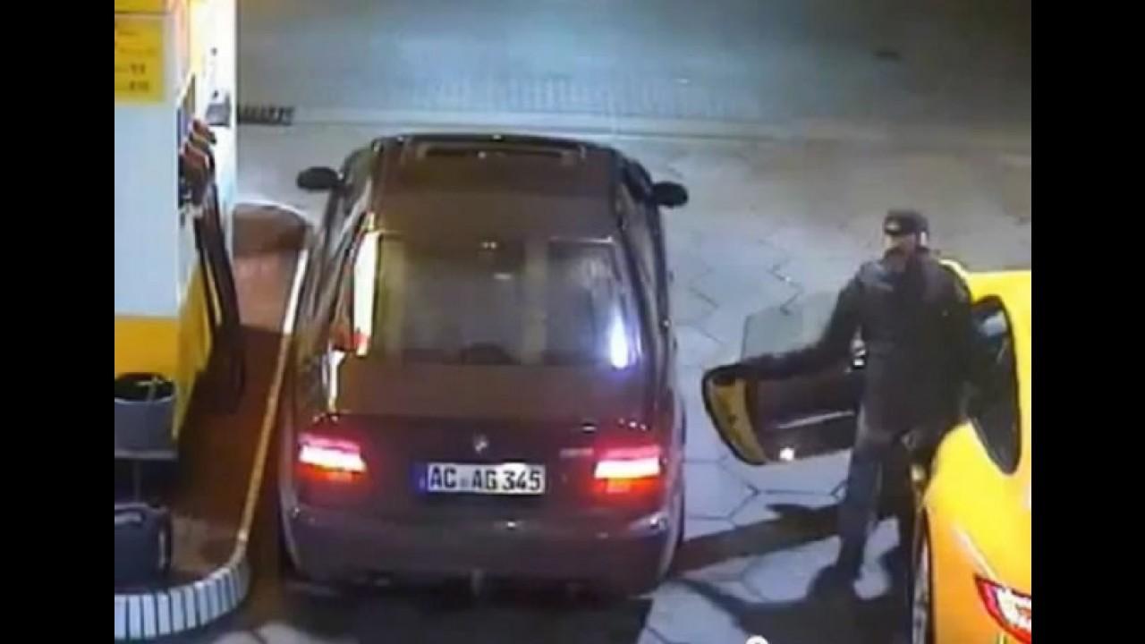 VÍDEO: Câmera flagra ladrão roubando um Porsche 911