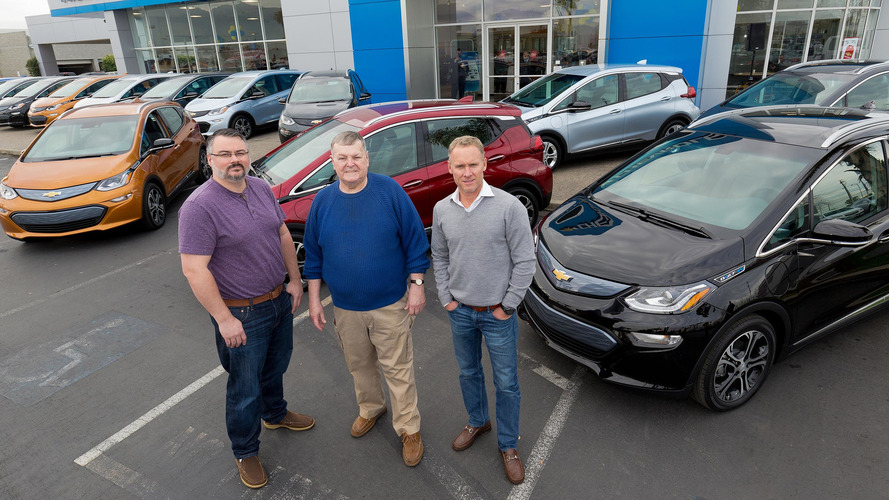 Chevrolet livre ses premières Bolt et taquine Tesla