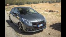 Peugeot 208, cambio manuale vs automatico