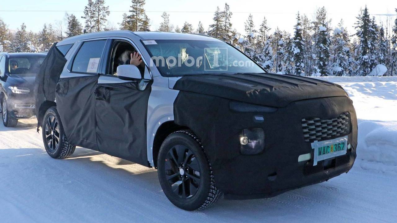 hyundai kona electric suv revealed ahead of geneva debut specifications features images. Black Bedroom Furniture Sets. Home Design Ideas