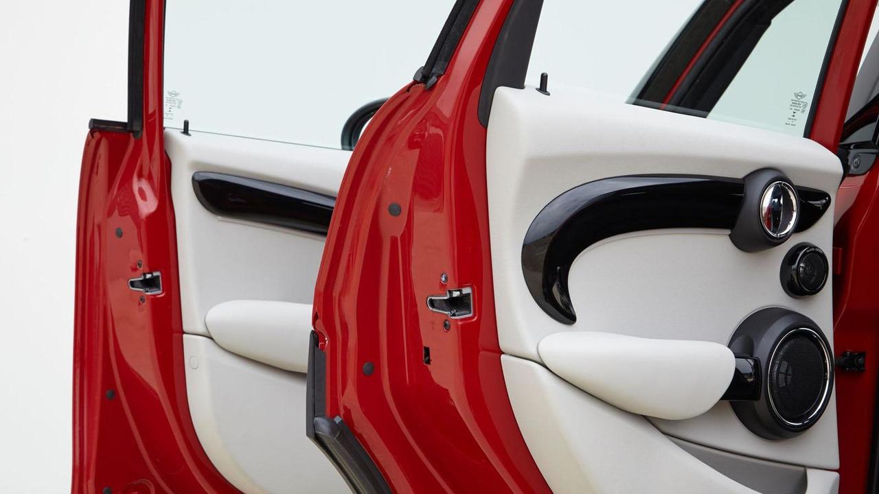 MINI Cooper five-door US spec