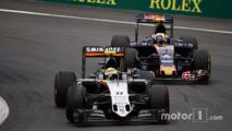 Sergio Perez, Sahara Force India F1 VJM09 and Carlos Sainz Jr., Scuderia Toro Rosso STR11