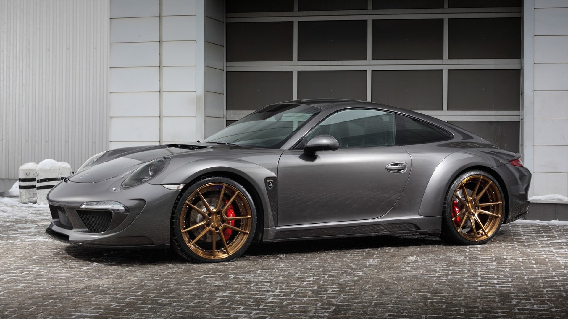 TOPCAR dresses Porsche 911 Carrera 4S in carbon