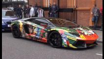 Lamborghini Aventador si traveste per i Mondiali 2014 [VIDEO]