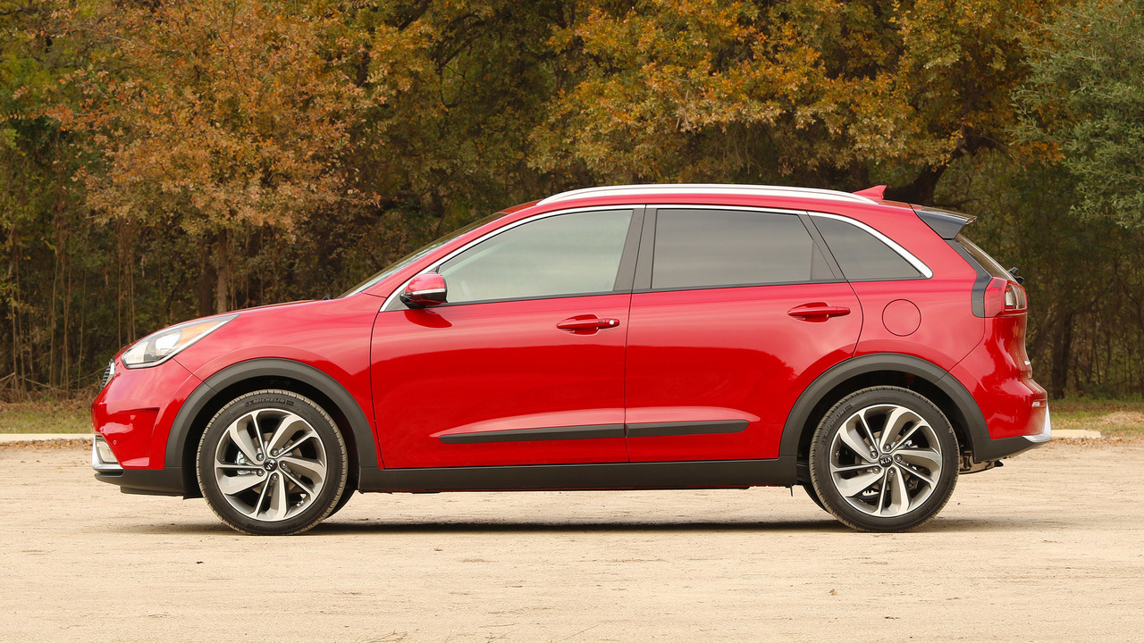 kia niro hybrid crossover priced from 23 785. Black Bedroom Furniture Sets. Home Design Ideas