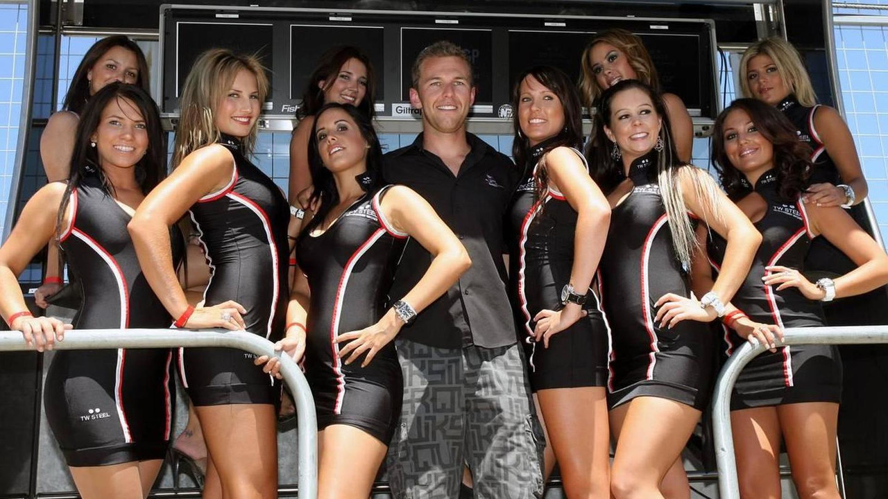 Chris Van Der Drift (NZL), driver of A1 Team New Zealand and the grid girls - A1GP World Cup of Motorsport 2008/09, Round 4, Taupo, Saturday Qualifying, 24.01.2009 Taupo, New Zealand