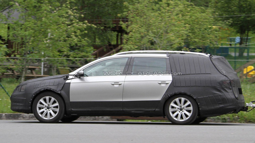2012 Volkswagen Cross Passat Variant spied for first time