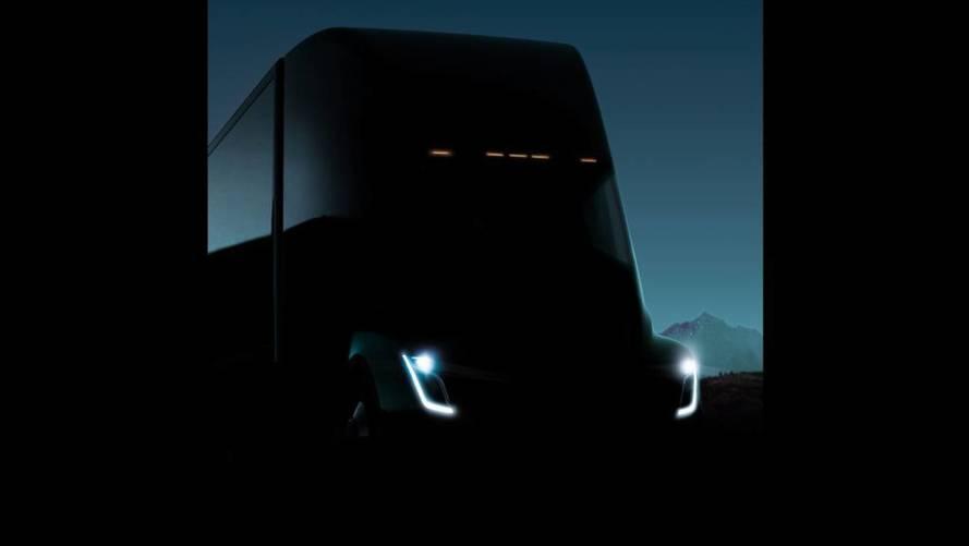 Újabb fotón látható a Tesla hamarosan érkező elektromos teherautója