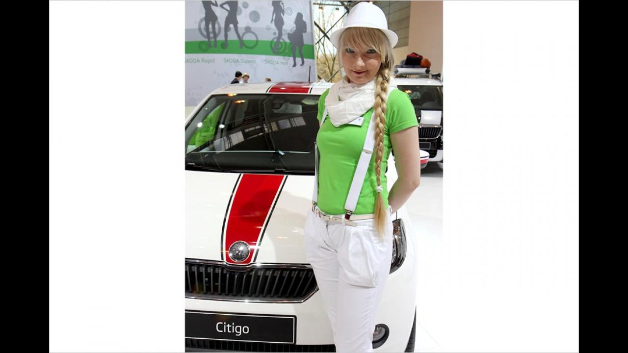 Das Weißkäppchen ist mit dem Citigo auf dem Weg zur Großmutter in der Stadt