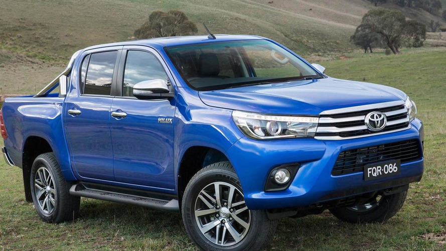 2016 Toyota Hilux finally breaks cover
