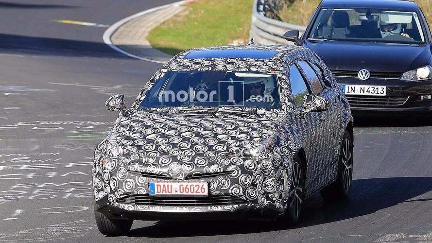 Yeni nesil Toyota Prius+ casus fotolar