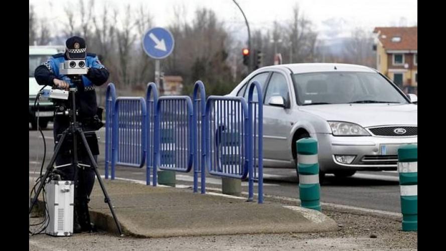 Pode isso? Motoristas foram multados simplesmente por olhar para o radar