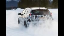 Honda divulga diversas imagens do Civic Tourer com camuflagem