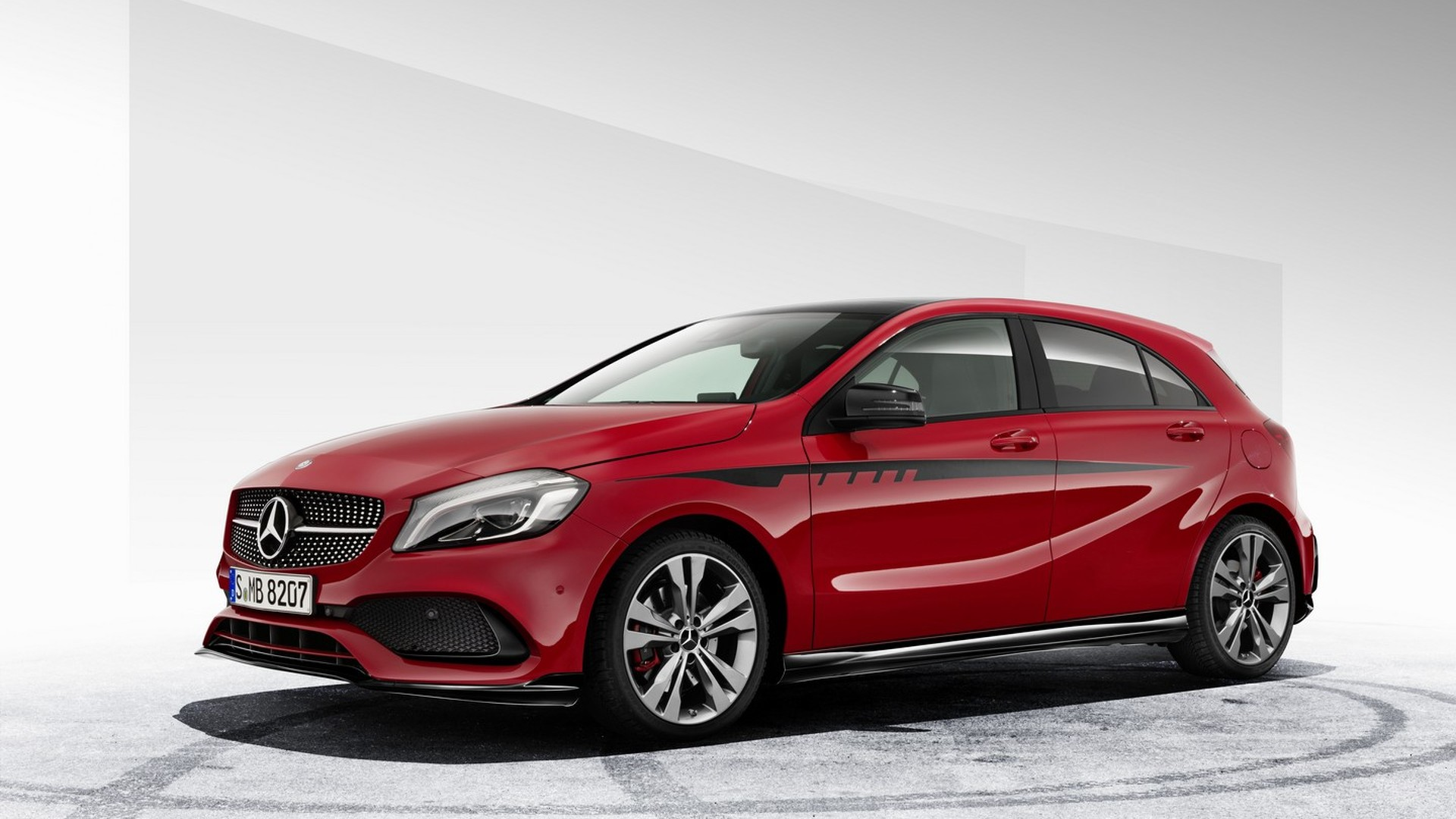 mercedes a class gains new amg body kit. Black Bedroom Furniture Sets. Home Design Ideas