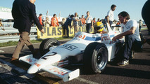 Ayrton Senna, Ralt RT3-Toyota, 1st position, on the grid with team boss, Dick Bennetts