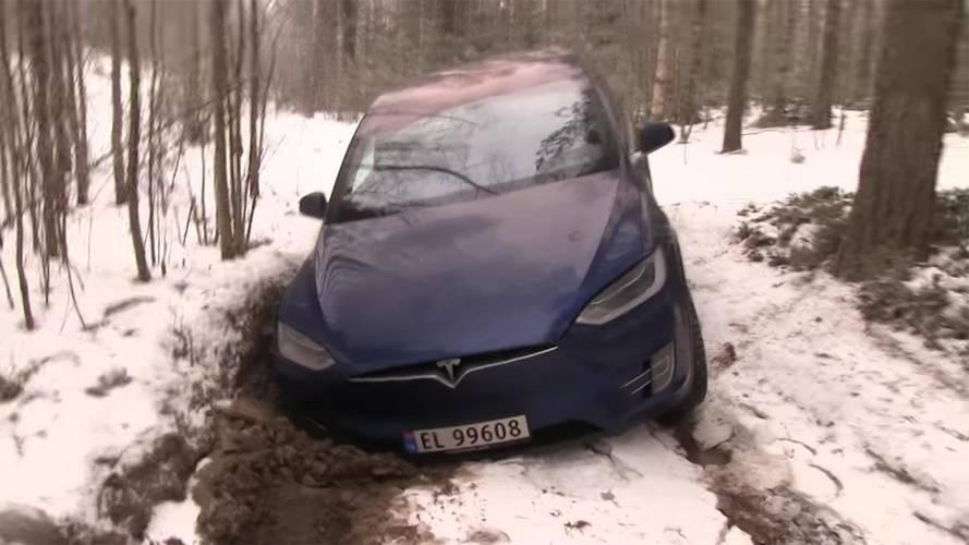 Tesla Model X Hauls A Land Cruiser, No Match For Wrangler Off-Road