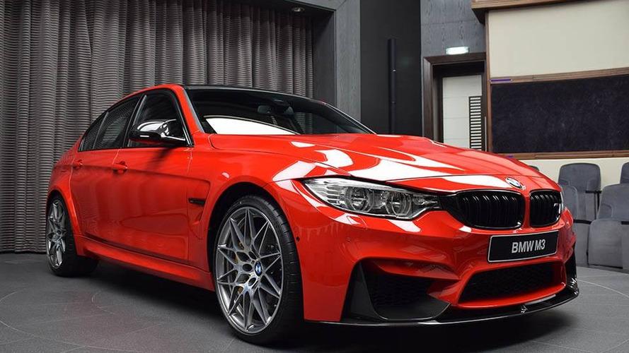 Ferrari kırmızısı BMW M3'te ne ararsanız var