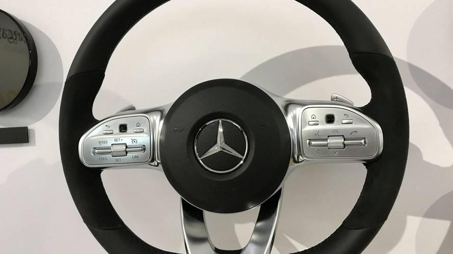 Mercedes A Serisi'nin direksiyon simidini yakından inceleyelim