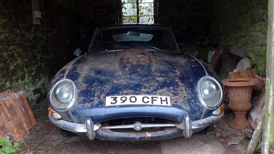 VIDÉO - Une Jaguar Type E sort d'un long sommeil