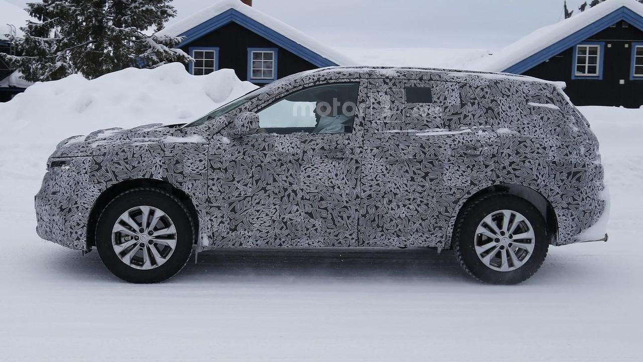 Renault Maxthon spy photo