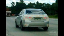 Flagra: novo Toyota Corolla já aparece no retrovisor em SP