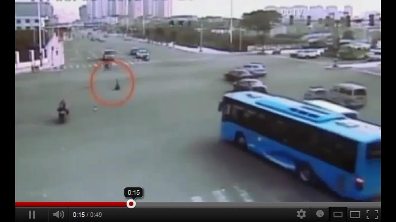 VÍDEO: O trânsito chinês não é para crianças... ou não era?