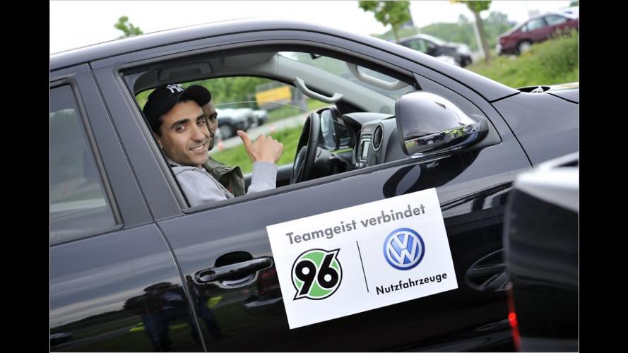 Fußballstars testen VW Amarok