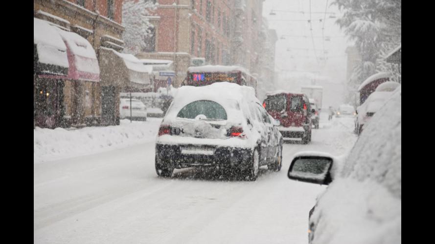 Neve: treni in ritardo, rallentamenti su strade e autostrade