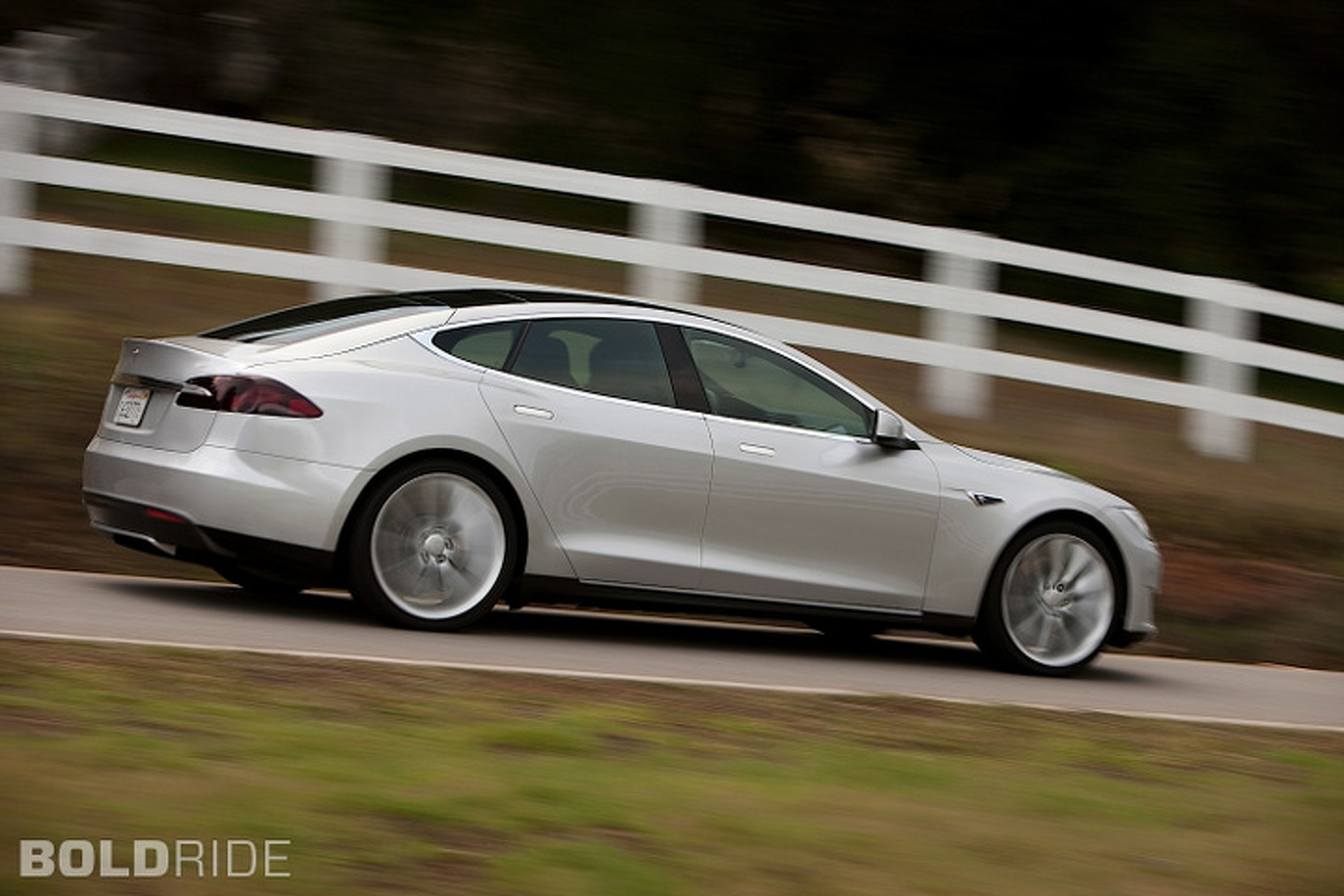 NY Dealers Reach Pact with Tesla, Direct-to-Customer Stores to Stay Open