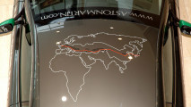 Da Tokyo a Londra in Aston V8