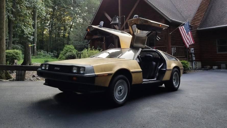 5 örnekten biri olan altın kaplama DeLorean satışta