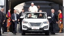 Hyundai Santa Fe conversível é o novo papamóvel