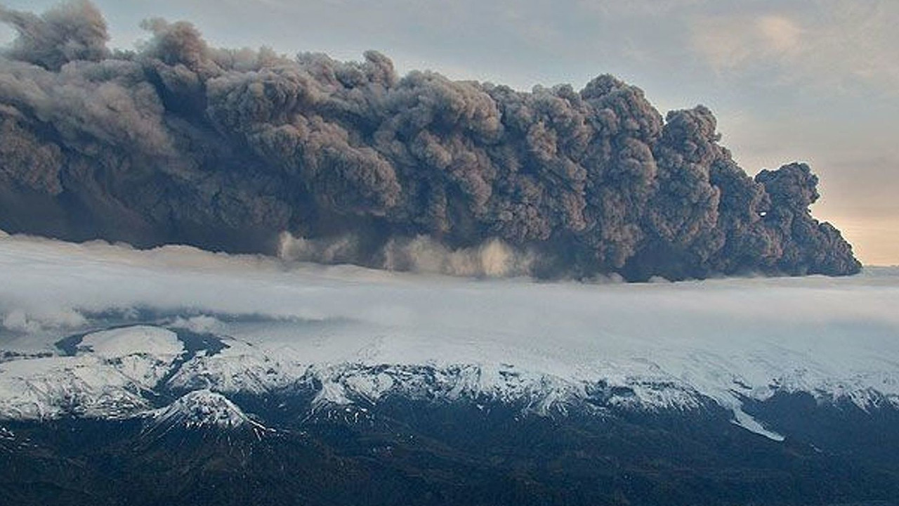 Volcanic Smoke drifts from Iceland over UK