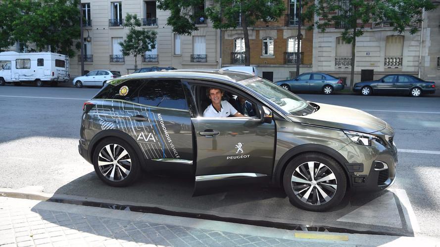 Un Peugeot 3008 autonome rode aux abords de Roland-Garros