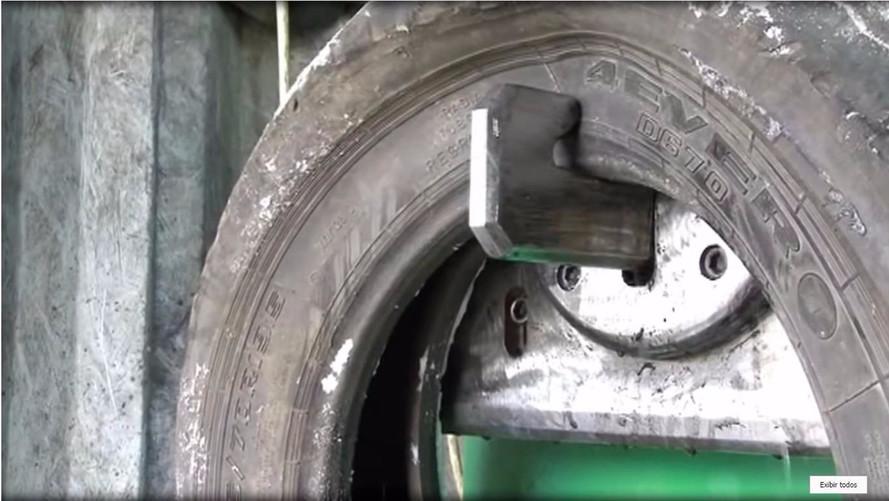 Já viu como pneus são reciclados? Conheça máquinas que fazem isso