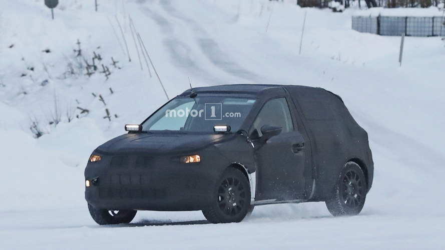 SEAT Arona caught playing in the snow