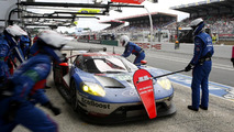 Pit stop #68 Ford Chip Ganassi Racing Ford GT: Joey Hand, Dirk Müller, Sébastien Bourdais