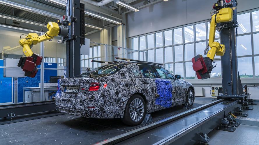 2017 BMW 5 Serisi'nin 3D prototipi, kalite için robotlarla yapılıyor